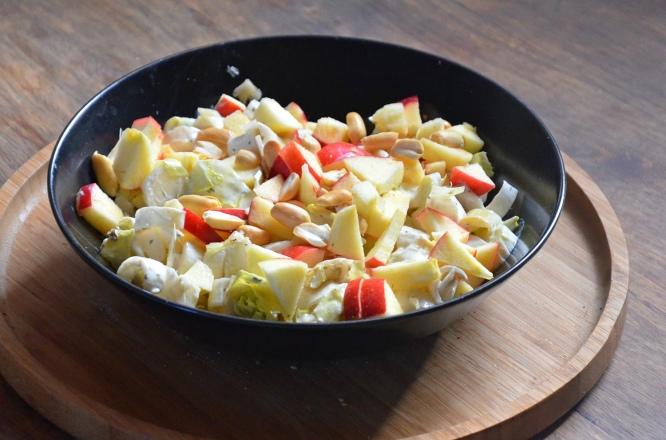 salade-dendives-aux-pommes-cacahuetes