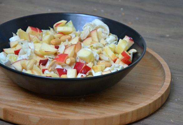 salade-dendives-aux-pommes-et-cacahuetes