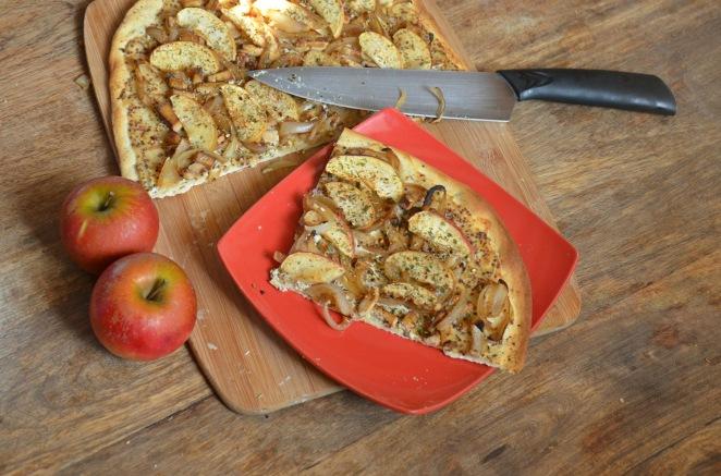 tarte-flambee-aux-pommes-et-tofu