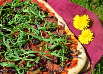 pizza végétaliennes tomates séchées champignons roquette